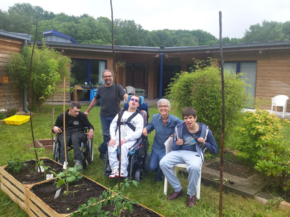 Atelier jardinage à la M.A.S des Mesnuls